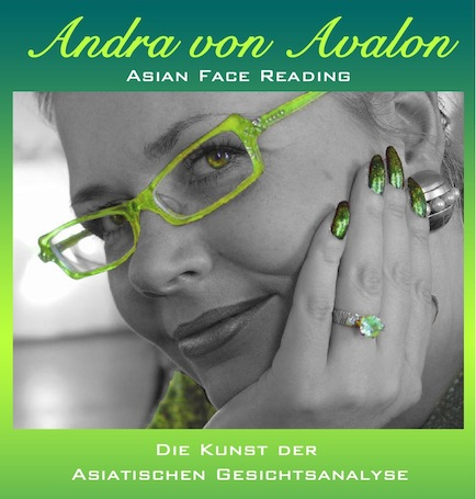 Asian Face Reading - Andra von Avalon - die Frau in Grün
